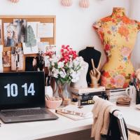 Conteúdo para mulheres blogueiras e empreendedoras. Dicas de como blogar, decoração para home office, produtividade, autocuidados e tudo para uma vida de blogueira saudável.